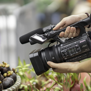 Sony has announced new HXR-NX200 4k camcorder with 18x zoom
